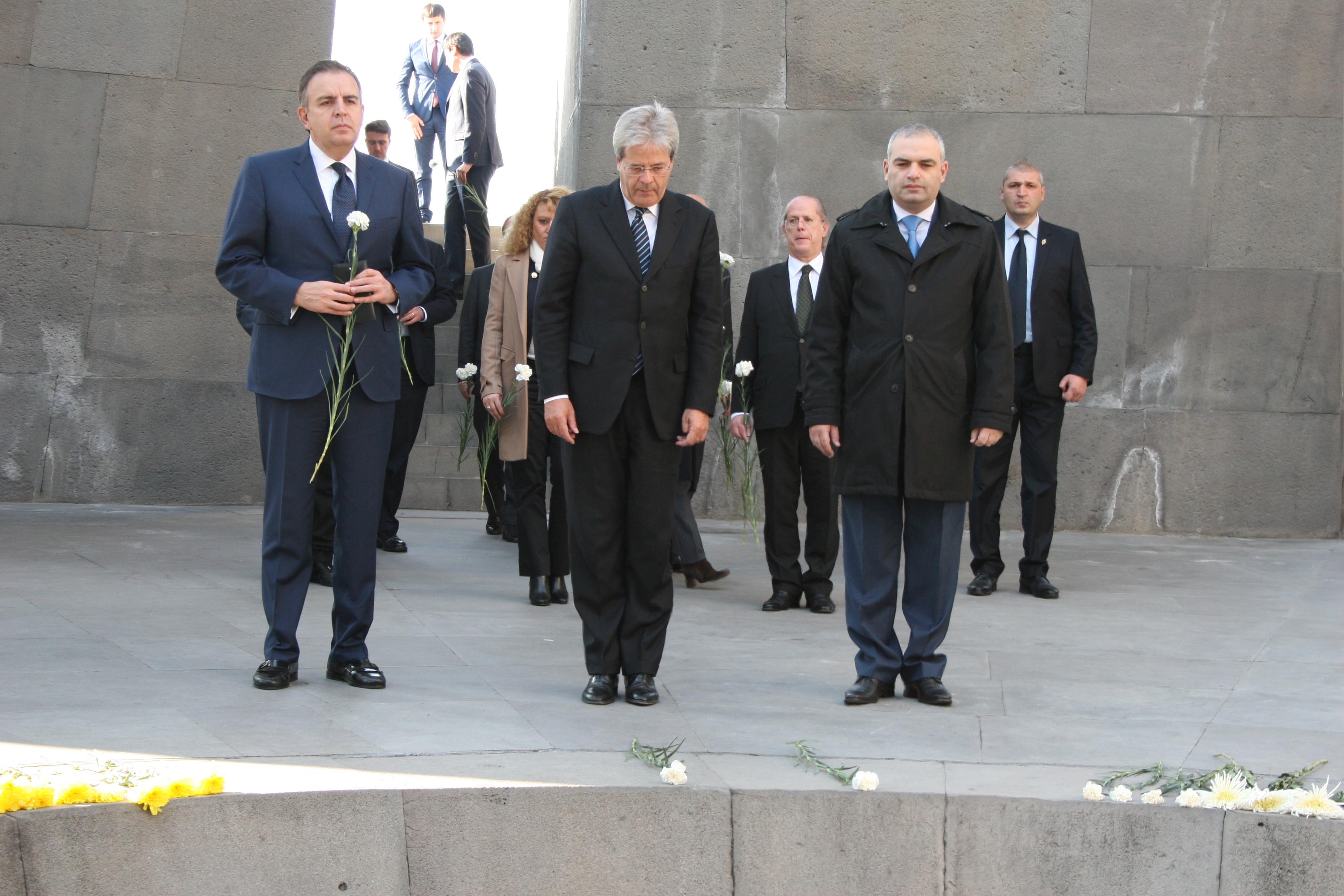 Глава МИД Италии почтил память жертв Геноцида армян