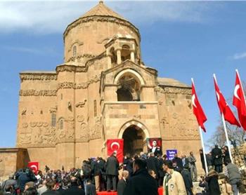 http://www.genocide-museum.am/arm/news-img/akhtamar-002.jpg
