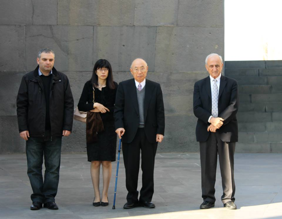 http://www.genocide-museum.am/eng/delegation/Makimoto2.jpg