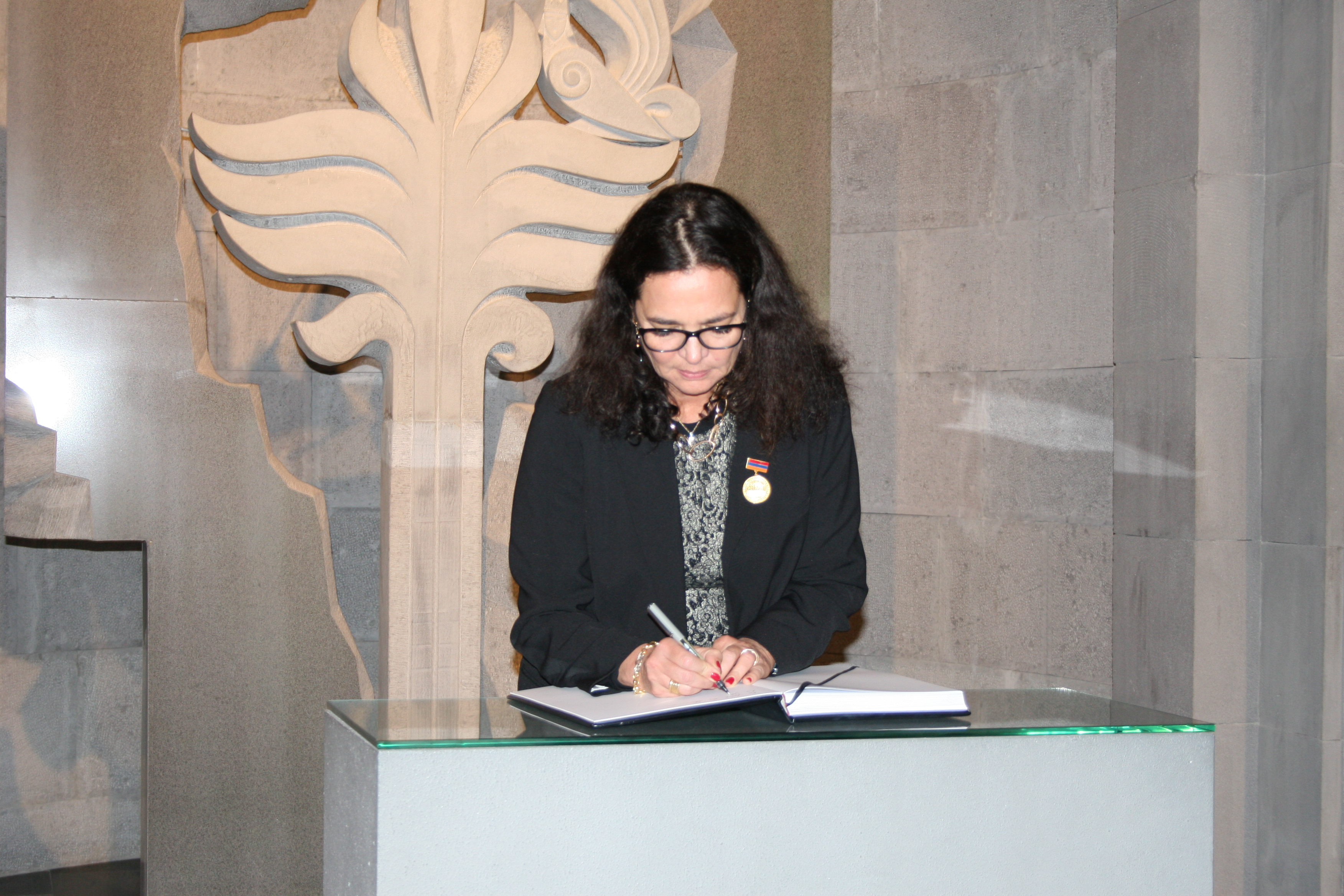 http://www.genocide-museum.am/eng/news-img/01.11.2016-belsenat-0.JPG